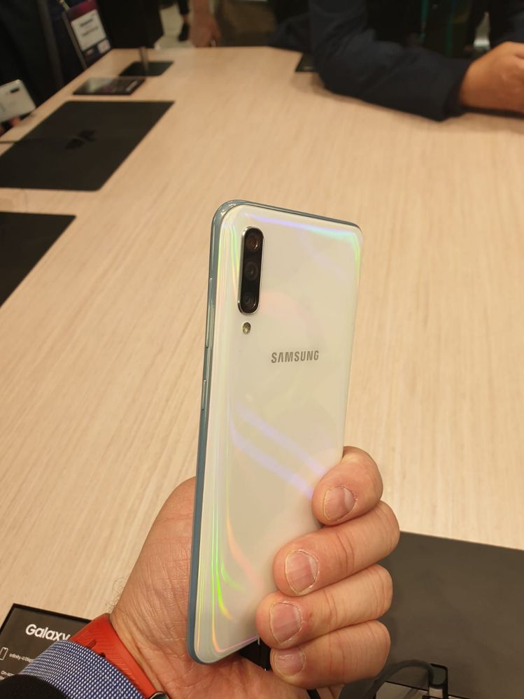 Samsung Galaxy A50 2.jpeg